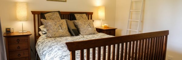 Cosy, relaxing, fireplace, warm, queen size bed, quality bedding, comfortable, living area, accommodation, weekend getaway near Melbourne, outer Melbourne